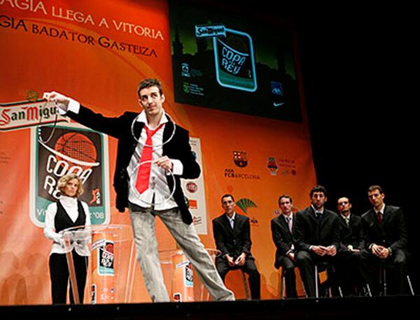 Asier Kidam como artista invitado en el sorteo de la ACB - Copa del Rey 2008