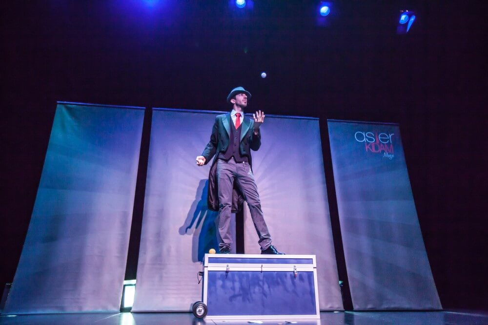 Mago espectáculo de magia para teatros en Bilbao, Bizkaia