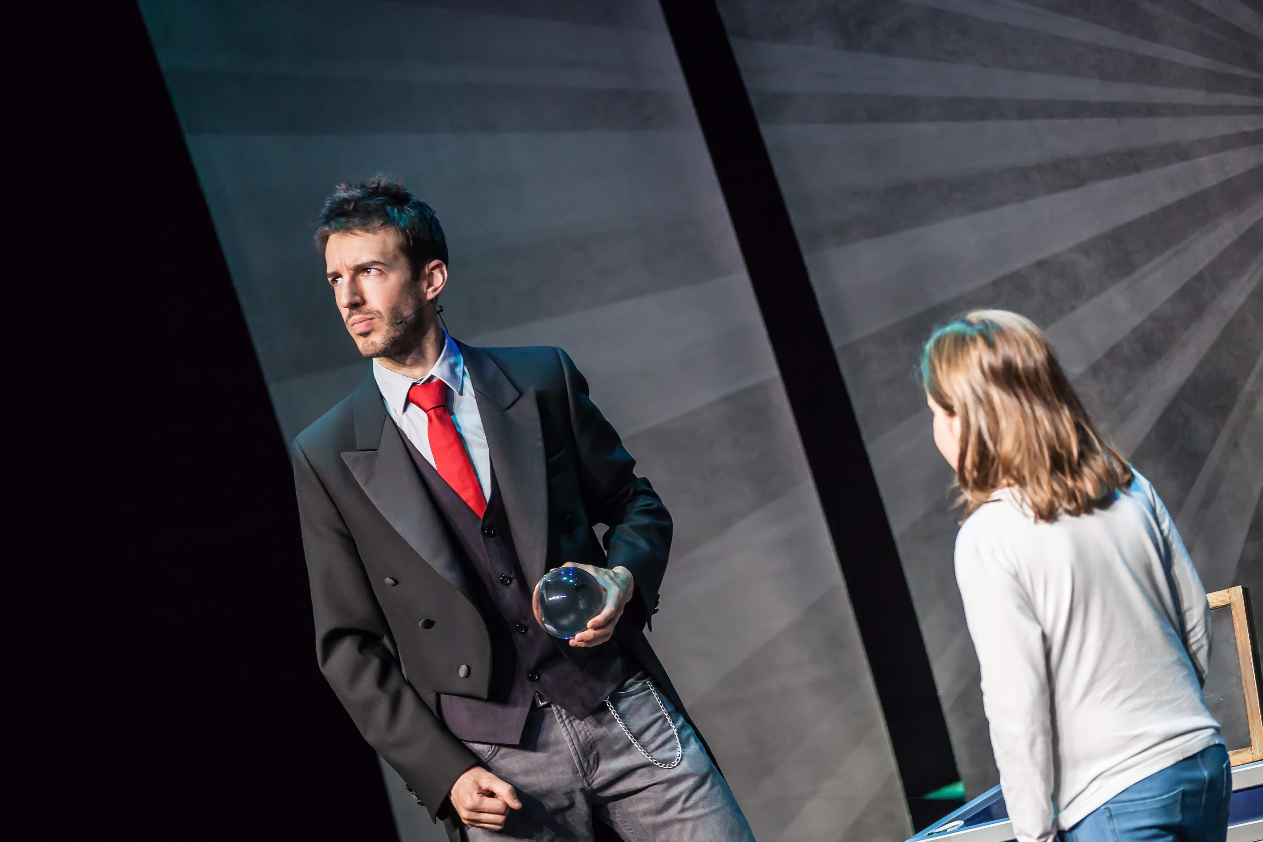 Espectáculo de magia para teatros en Logroño y La Rioja