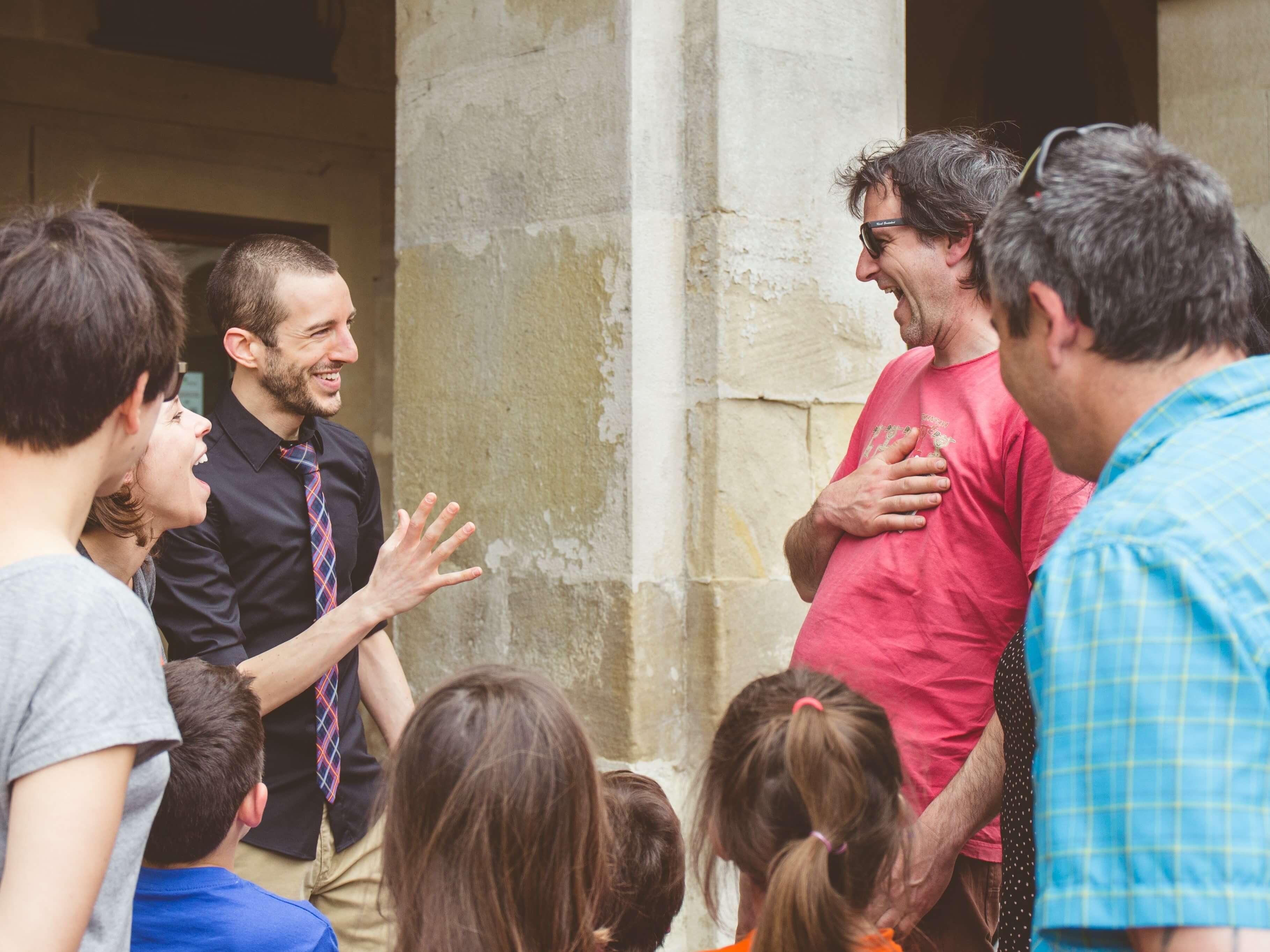 Espectáculo de magia de cerca en la calle y magiapoteo en Burgos